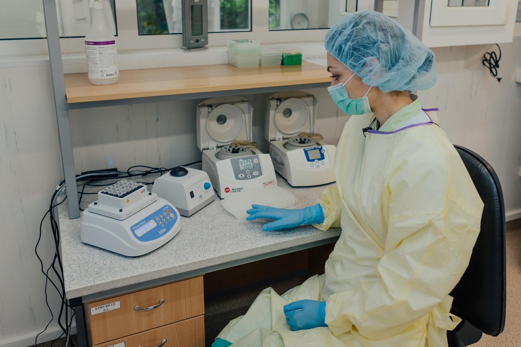 FOTO Elveția a donat echipamente și consumabile pentru diagnosticarea cazurilor de COVID-19