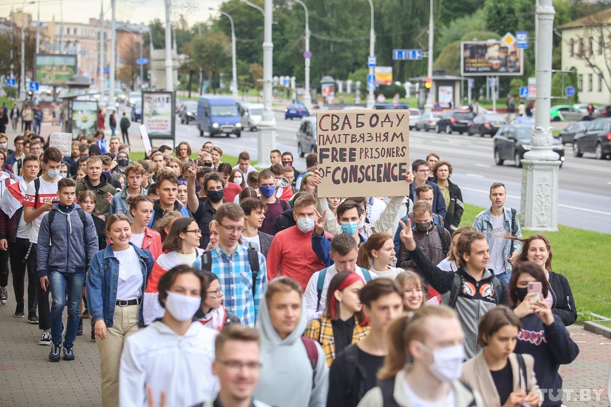(VIDEO) Un grup de studenți a organizat un protest la Minsk. Forțele Speciale au dispersat mulțimea și au făcut rețineri