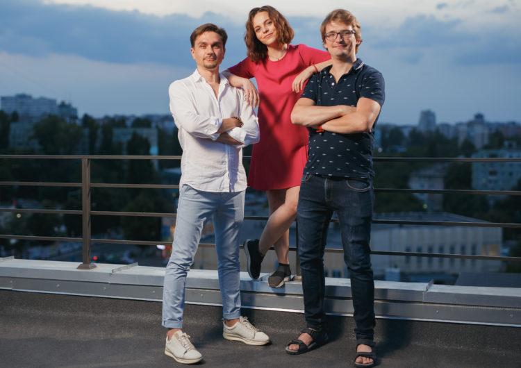 Евгения Якунина (в центре), Стас Балаур (слева) и Илья Гуцу