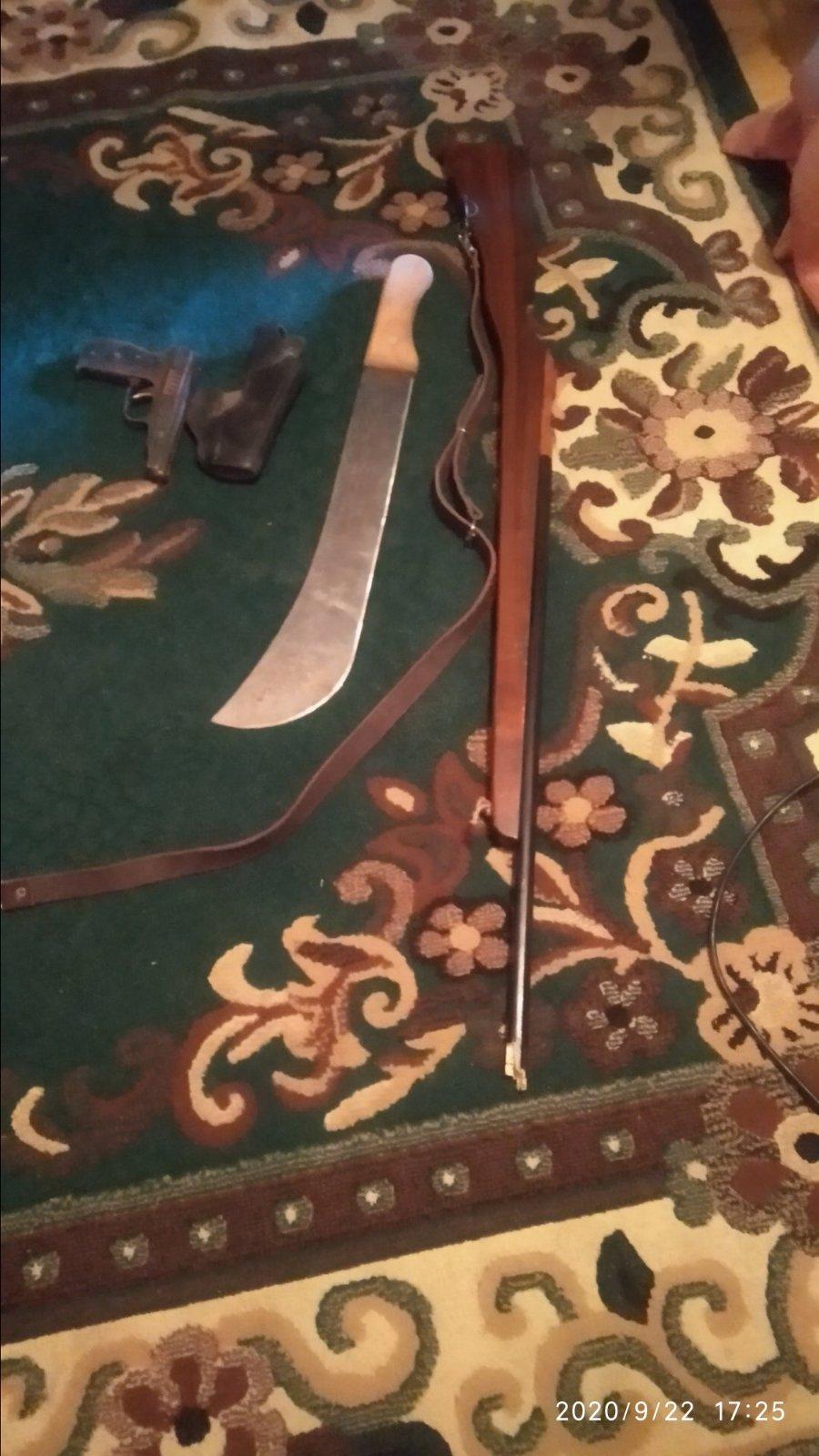Два ствола ибинокль Cobra. Вдоме участника инцидента назаправке вСынжереи прошел обыск