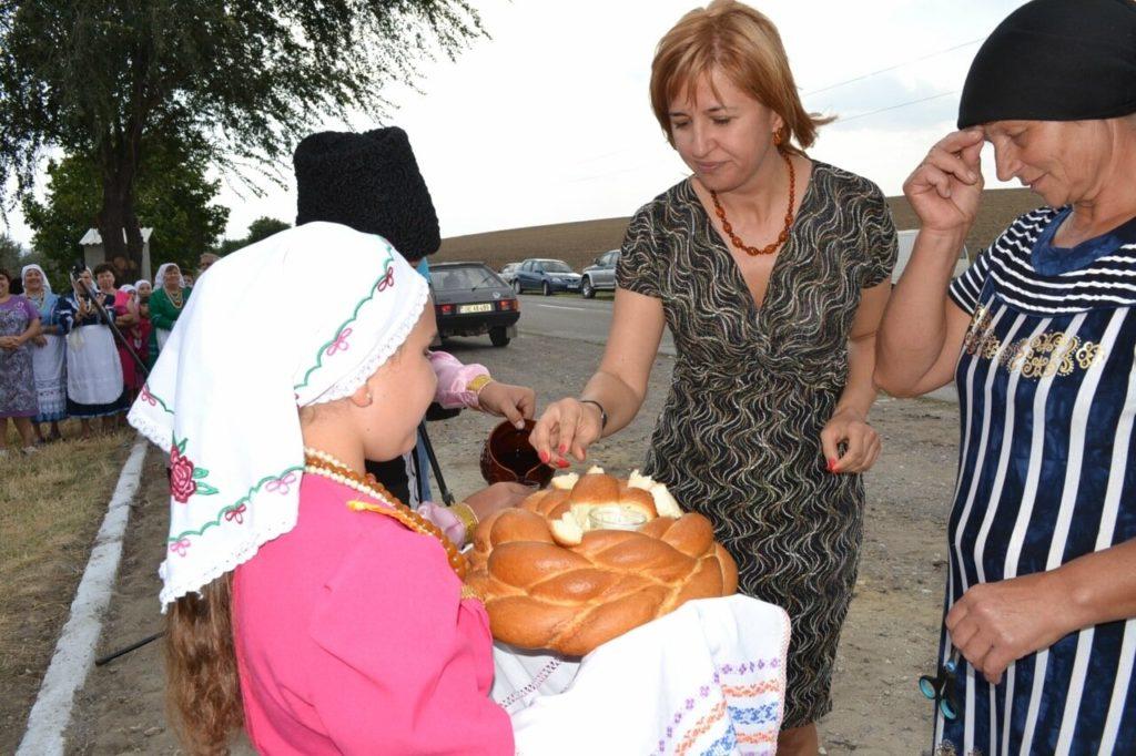 Красные ленты Молдовы. Как молдавские политики открывали всякие странные вещи