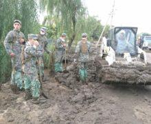 ВГагаузии солдаты, полицейские, спасатели иместные власти ликвидируют последствия дождя