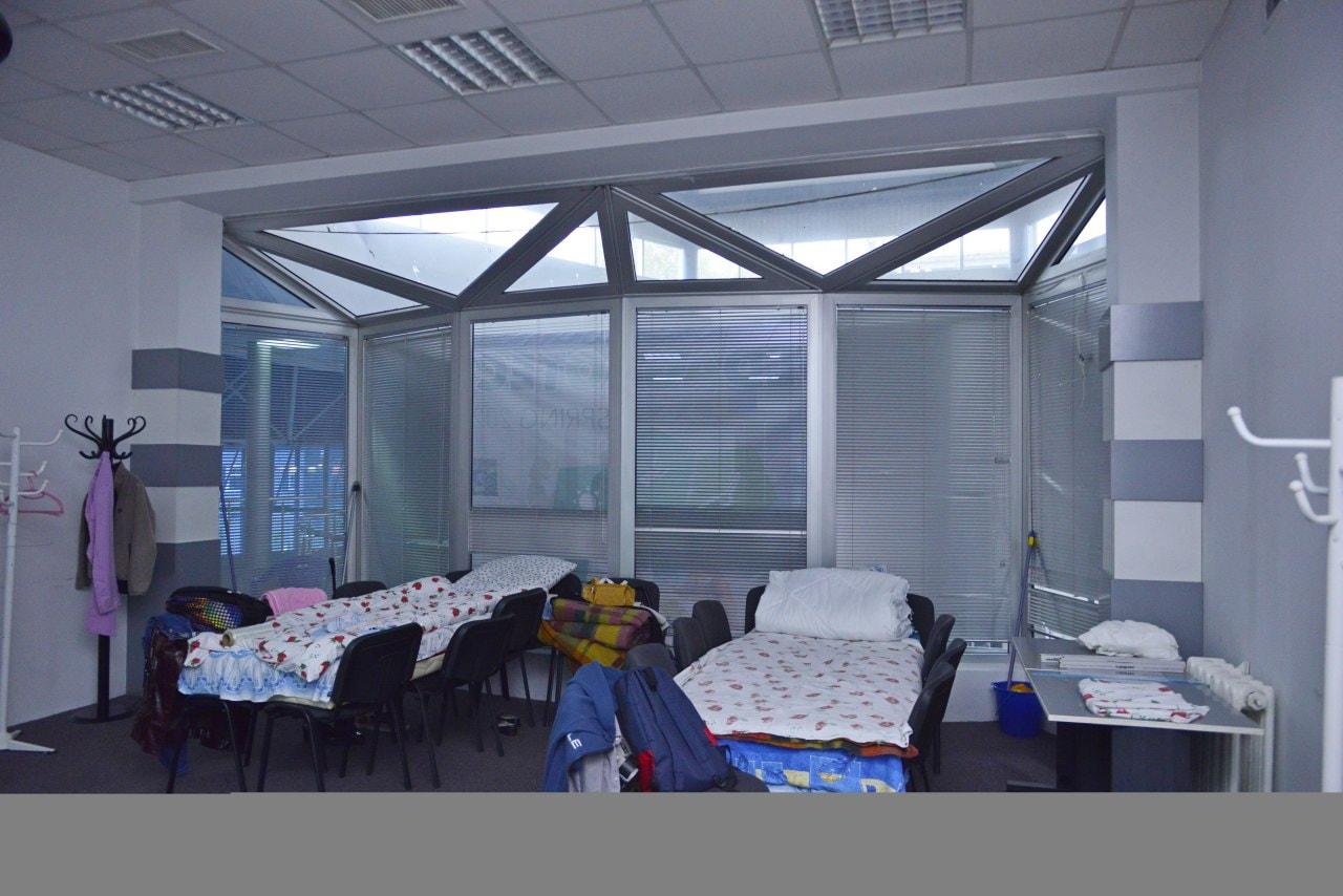 UPDATE Mai multe locuri pentru pacienții cu COVID-19. Saltele pe scaune în loc de paturi la Moldexpo (FOTO)