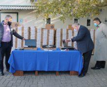 Министерство просвещения раздаст 2,5 тыс. ноутбуков школьникам и учителям