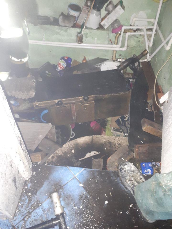 A conectat cazanul de încălzire, însă acesta a explodat. O femeie din Strășeni a fost spitalizată (FOTO)