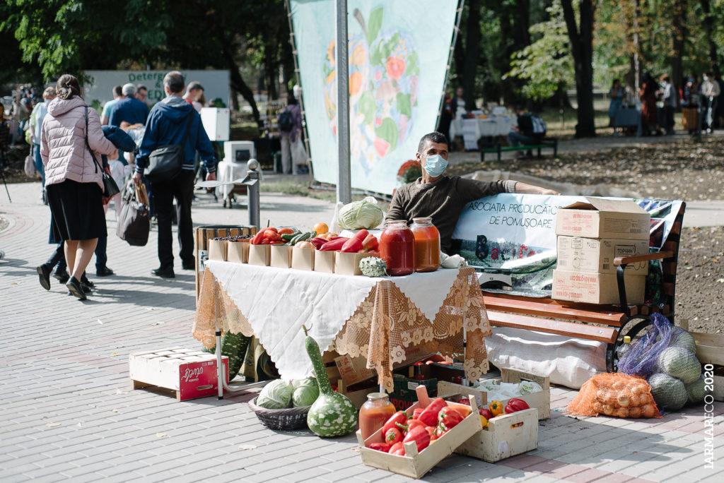 50 de expozanți și-au expus produsele la Caravana IarmarEco din Chișinău