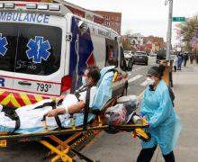 В США впервые с начала эпидемии выявили за сутки более 100 тыс. новых случаев COVID
