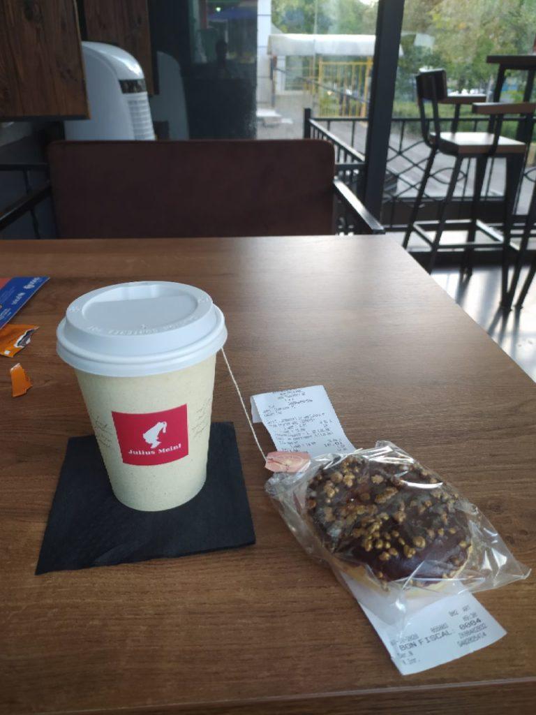 """Un dejun la cafenea, vizită la farmacie și facturile. """"O lună cu minimul"""". Experiment NM"""