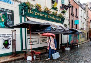 В Ирландии ввели жесткий карантин из-за COVID-19. Закрываются рестораны и салоны красоты