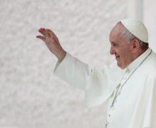 «Они чада божьи». Папа римский Франциск одобрил однополые гражданские союзы