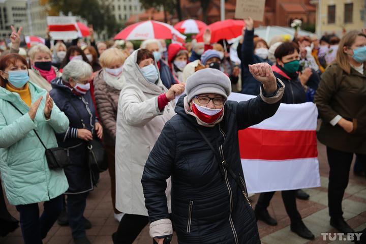 Pensionarii au protestat la Minsk. Forțele de ordine au utilizat spray cu piper pentru a dispersa mulțimea (FOTO/VIDEO)