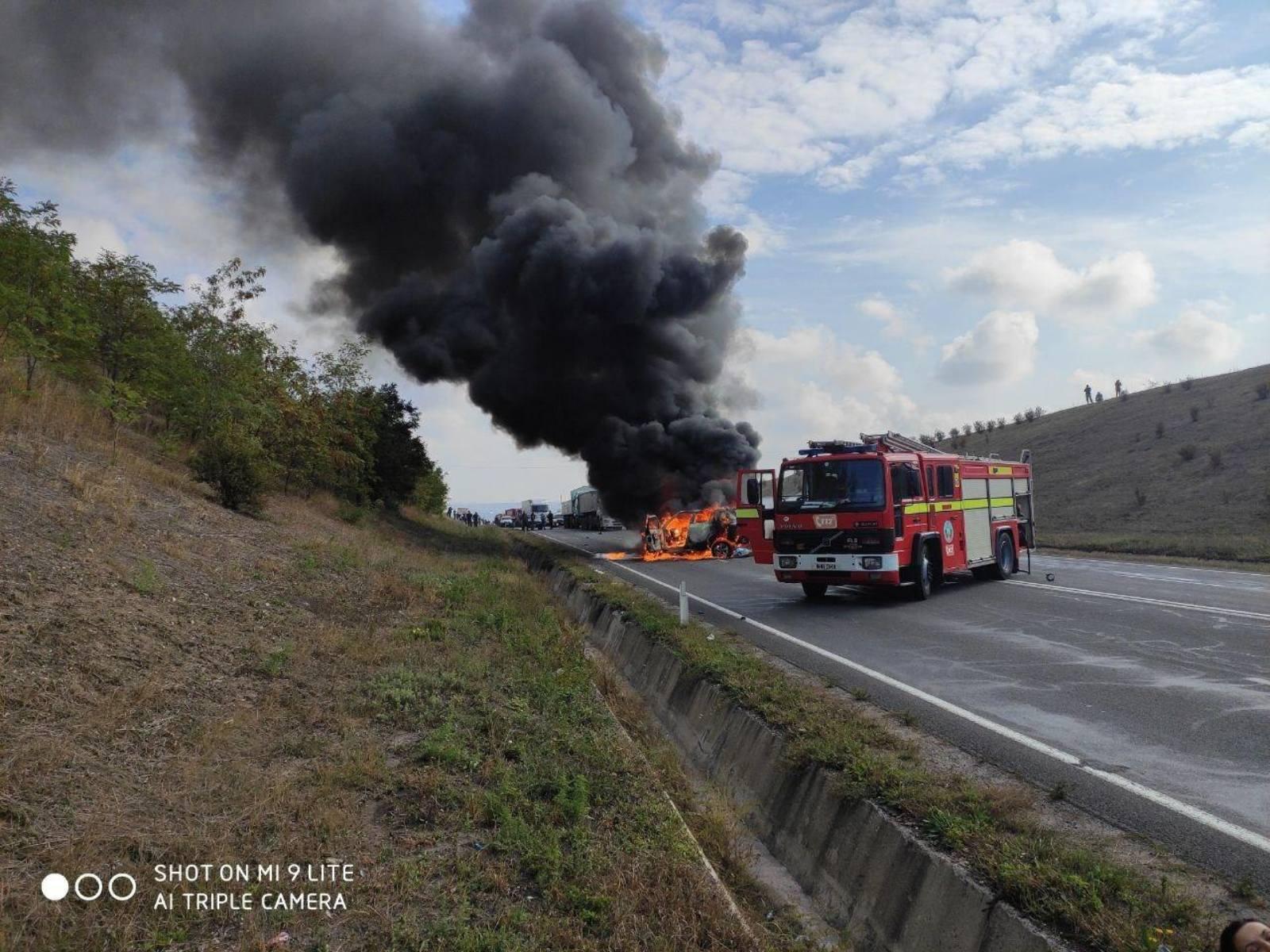 Accident grav la Ialoveni. O mașină a fost cuprinsă de flăcări (FOTO)