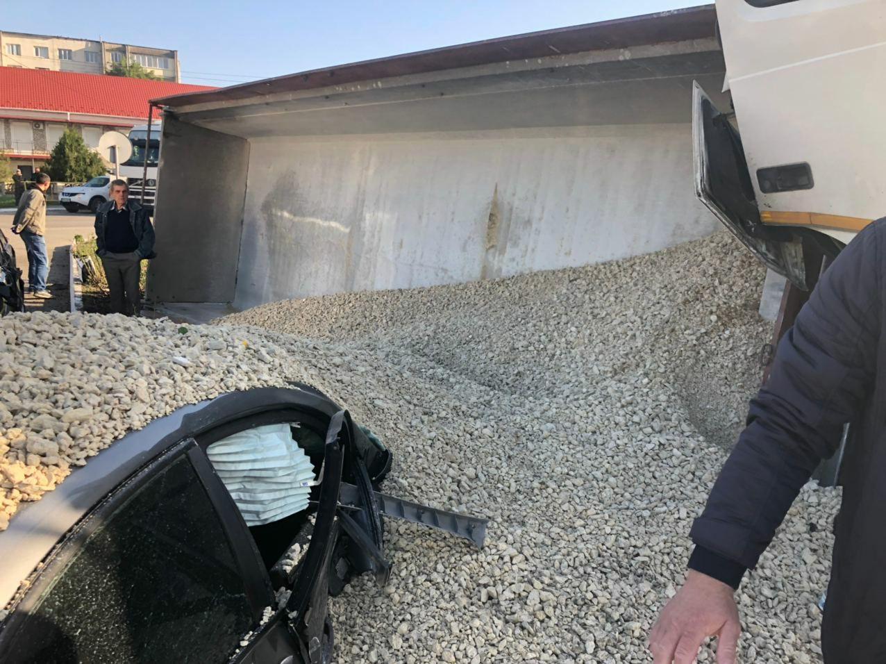 ВБричанском районе грузовик врезался внесколько машин. У фуры отказали тормоза