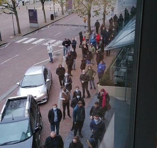 Ministerul de Externe: Aglomerații la 9 secții de votare din străinătate (FOTO/VIDEO)