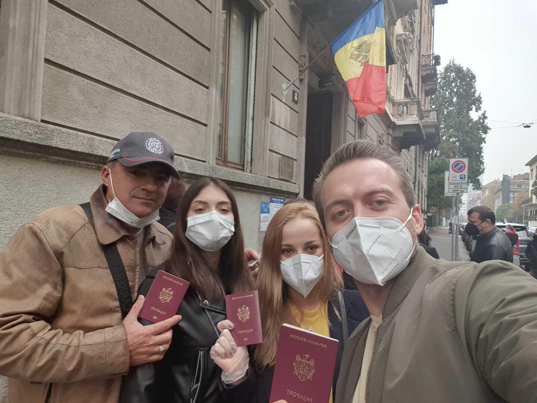Диаспора Молдовы голосует. Наизбирательных участках заграницей образовались длинные очереди (ФОТО, ВИДЕО)