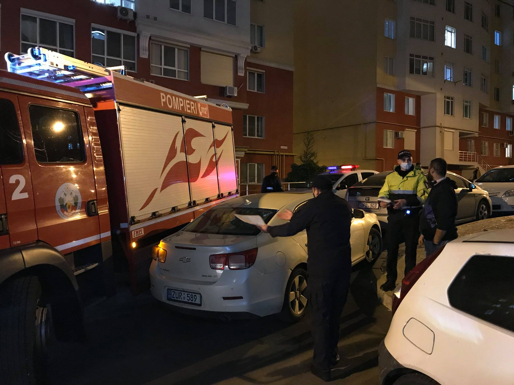 ВКишиневе пожарные несмогли подъехать кнескольким домам из-за неправильно припаркованных машин (ФОТО)
