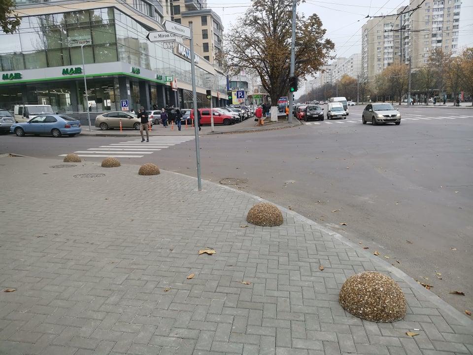 Власти Кишинева ограничили парковку натротуаре наМосковском проспекте (ФОТО)