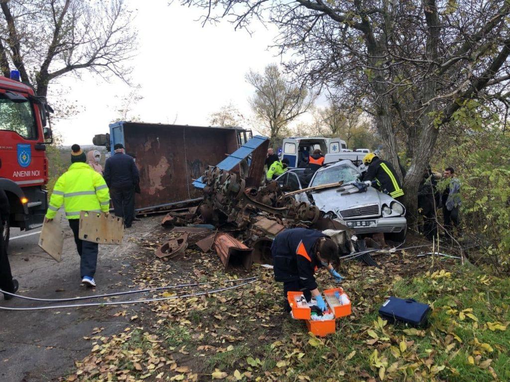 Accident grav pe traseul Chetrosu-Puhoi. Doi bărbați au fost transportați la spital în stare gravă (FOTO)