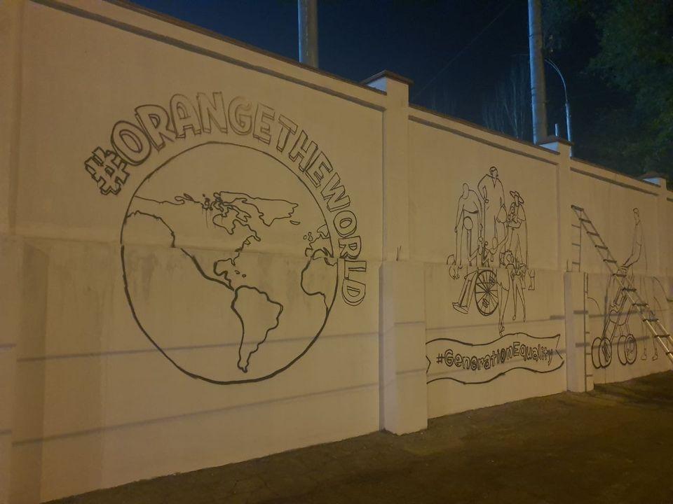 Pictură murală pe gardul RTEC. Ce legătură are violența de gen? (FOTO)