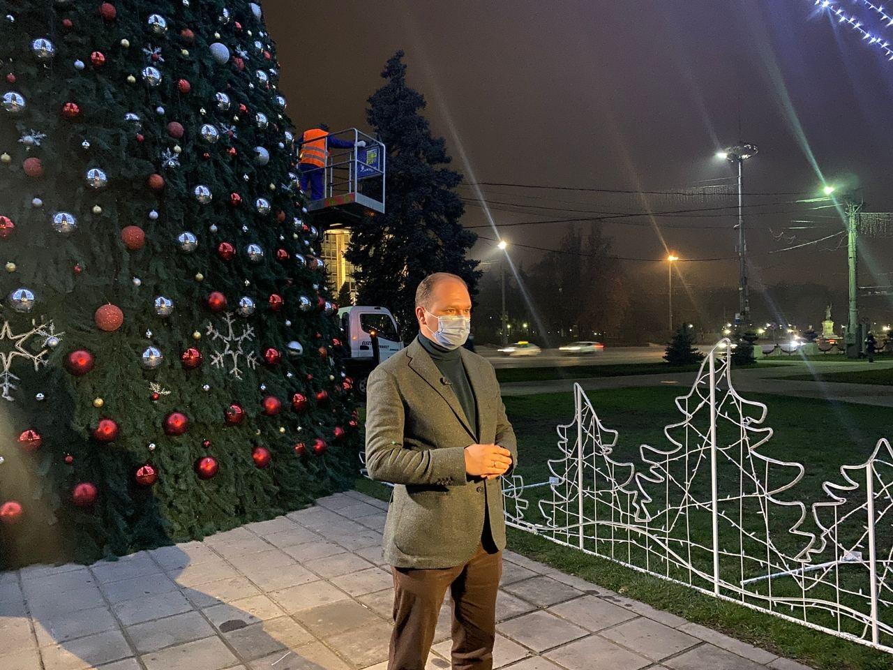 ВКишиневе украсили новогоднюю елку (ФОТО)
