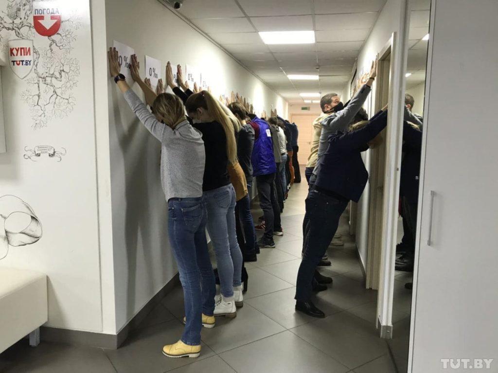 """""""0 promile"""". Flashmob în Belarus, după reținerea unui medic și a unui jurnalist (FOTO)"""