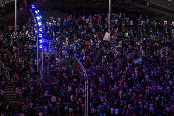Un ultim omagiu. Celebritățile și fanii deplâng moartea lui Maradona (FOTO)