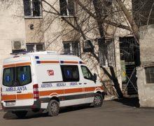"""Cum """"se pierd"""" rudele luate cu ambulanța în Moldova. 6 istorii"""