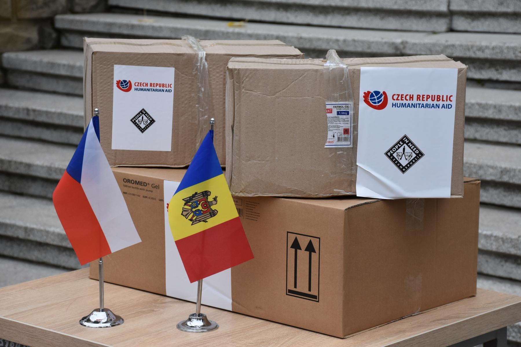 Cehia a donat Moldovei un lot de măști și costume de protecție pentru lucrătorii medicali