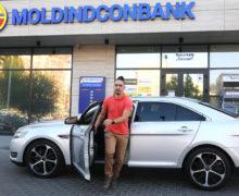 Молодой человек из Кишинева купил автомобиль благодаря выгодному кредиту от Moldindconbank