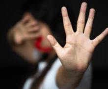«Он сразу стал меня бить, на глазах у дочек». Как в Молдове жертвы насилия остаются один на один со своей бедой