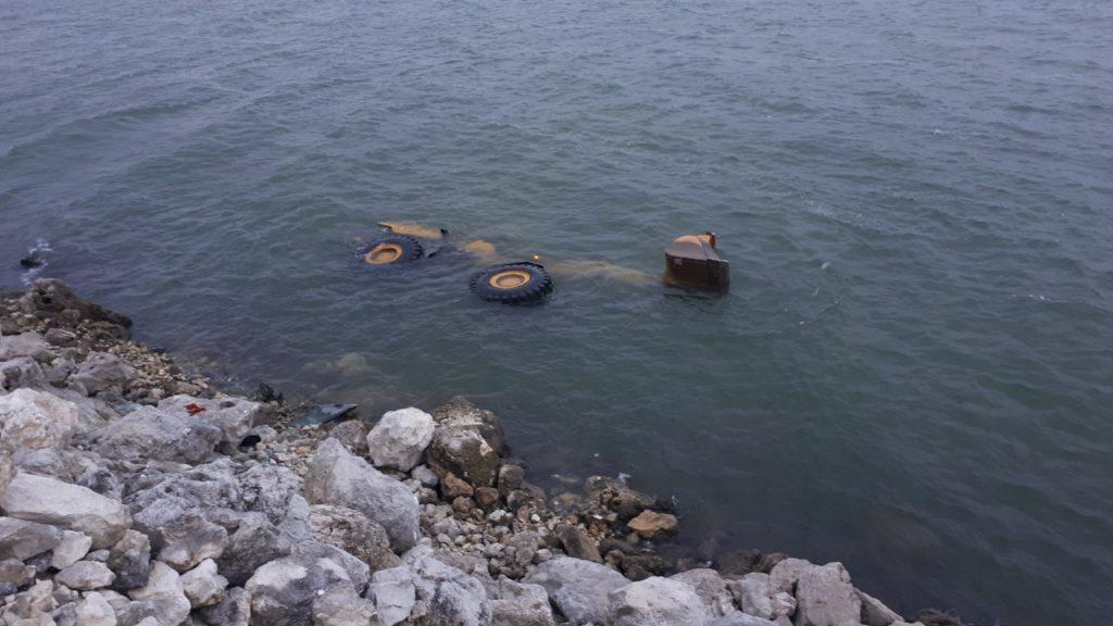 ВКостештах экскаватор упал вПрут. Один человек погиб