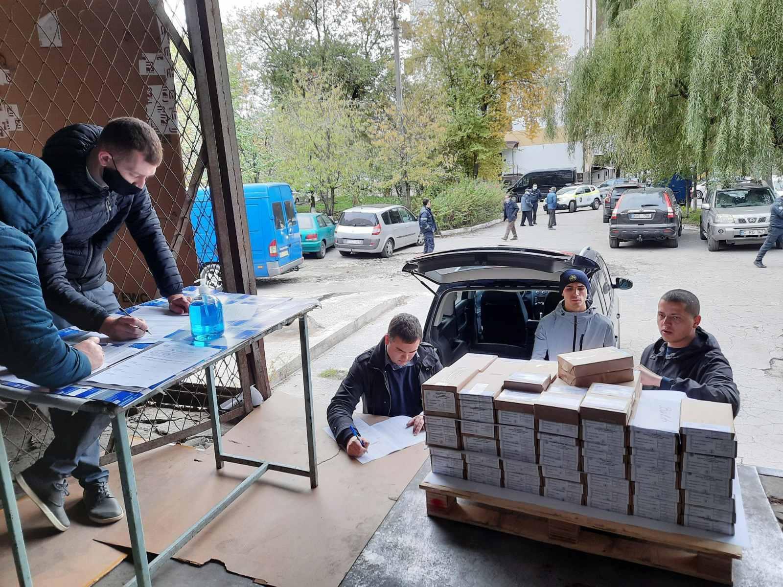 Центризбирком начал распределять бюллетени для голосования поизбирательным советам страны (ФОТО)