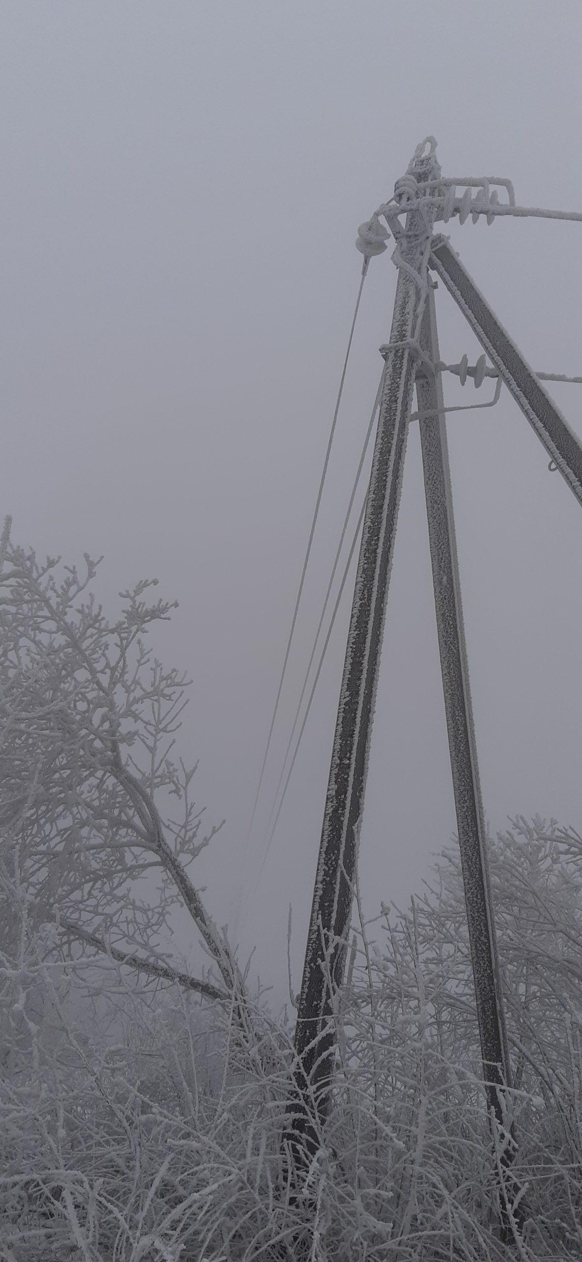Urmările lapoviței: 19 localități din Republica Moldova au rămas fără energie electrică (FOTO)