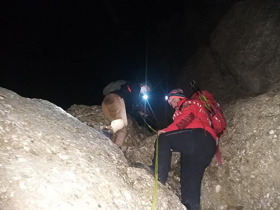 Trei băieți și o fată din Republica Moldova, salvați după 7 ore de blocaj în munții României (FOTO)
