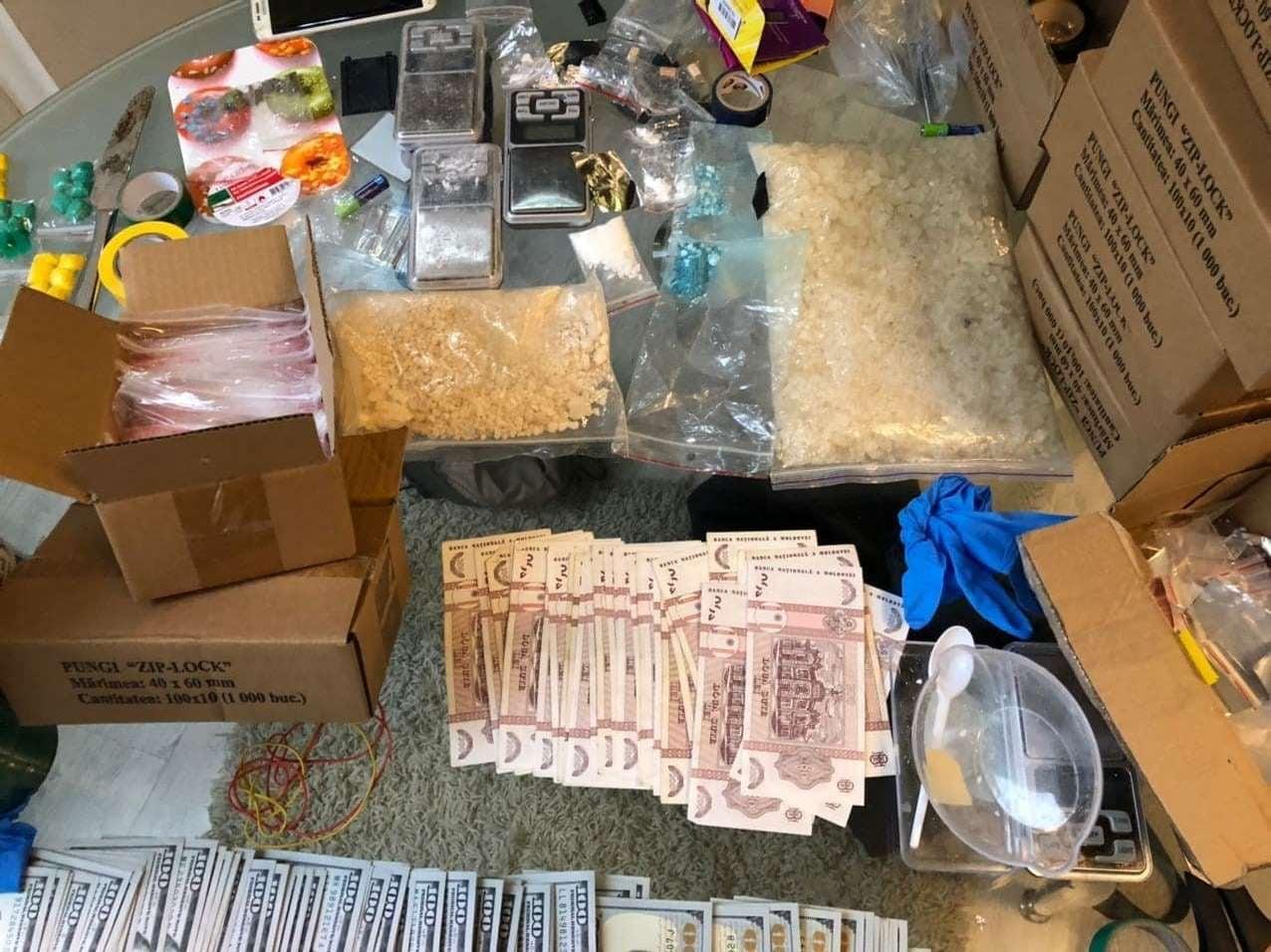 """""""Afacere"""" de 8 mln de lei. Nouă membri ai unei grupări au fost reținuți pentru comerț de droguri (VIDEO)"""