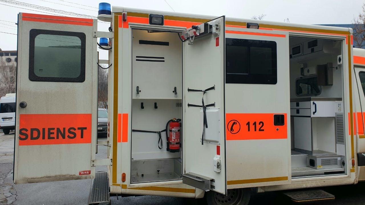 Primăria Chișinău a cumpărat două ambulanțe la mâna a doua pentru Centrul COVID-19 de la Moldexpo