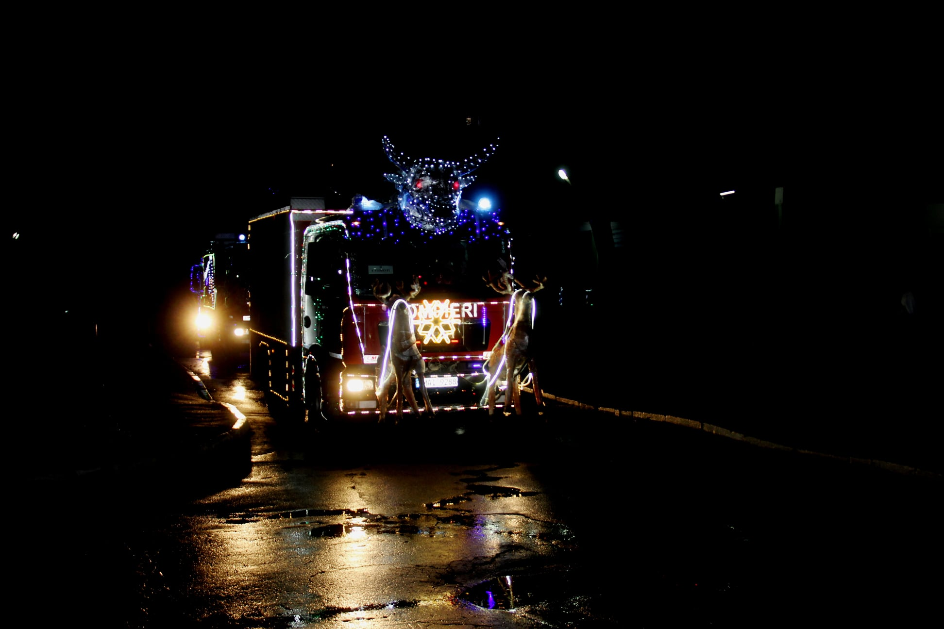 ПоКишиневу проехал рождественский караван пожарных испасателей (ФОТО/ВИДЕО)