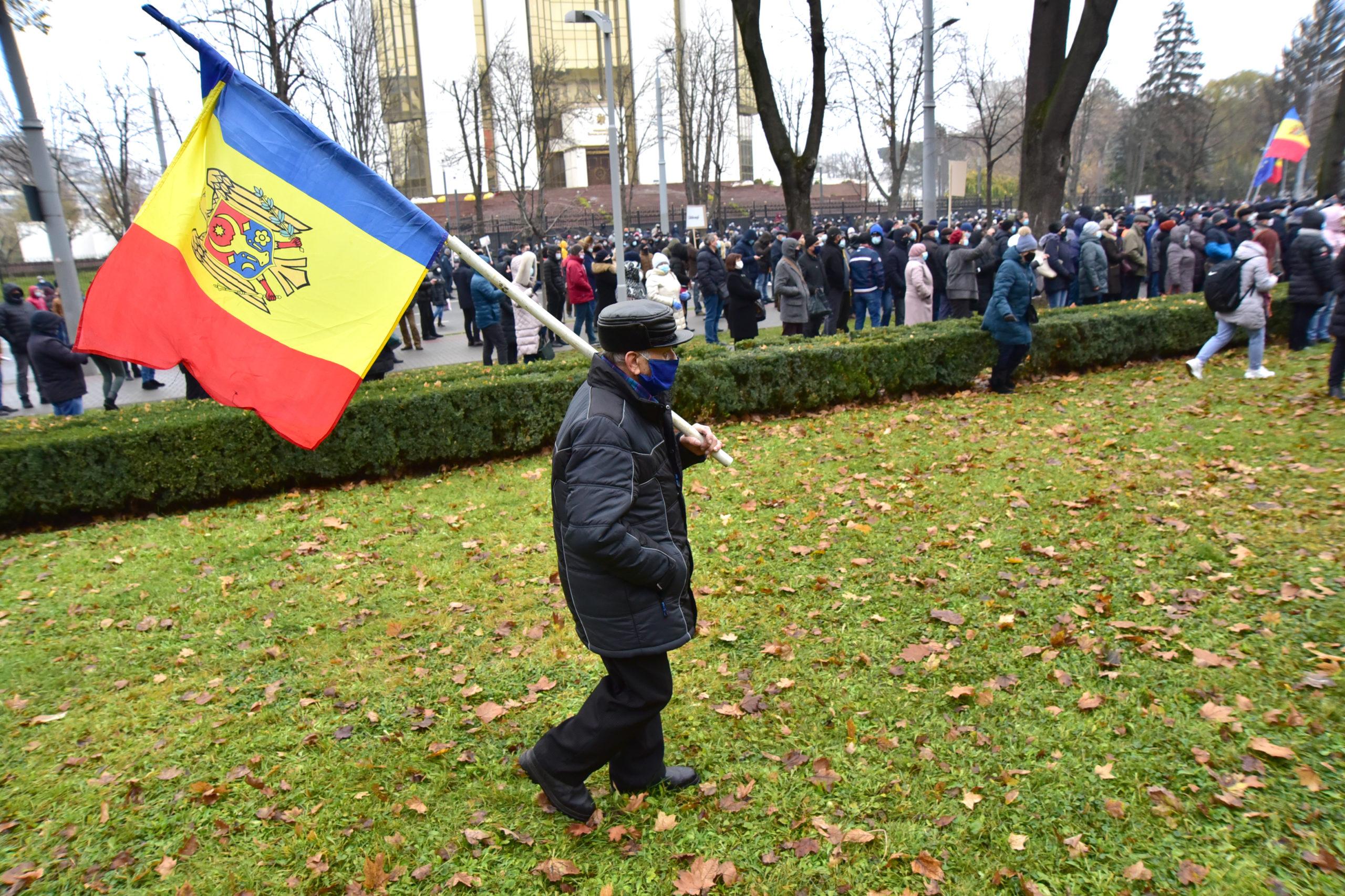 Legea privind SIS, demisia guvernului și alegeri anticipate. Cum s-a protestat la parlament (FOTOREPORTAJ)