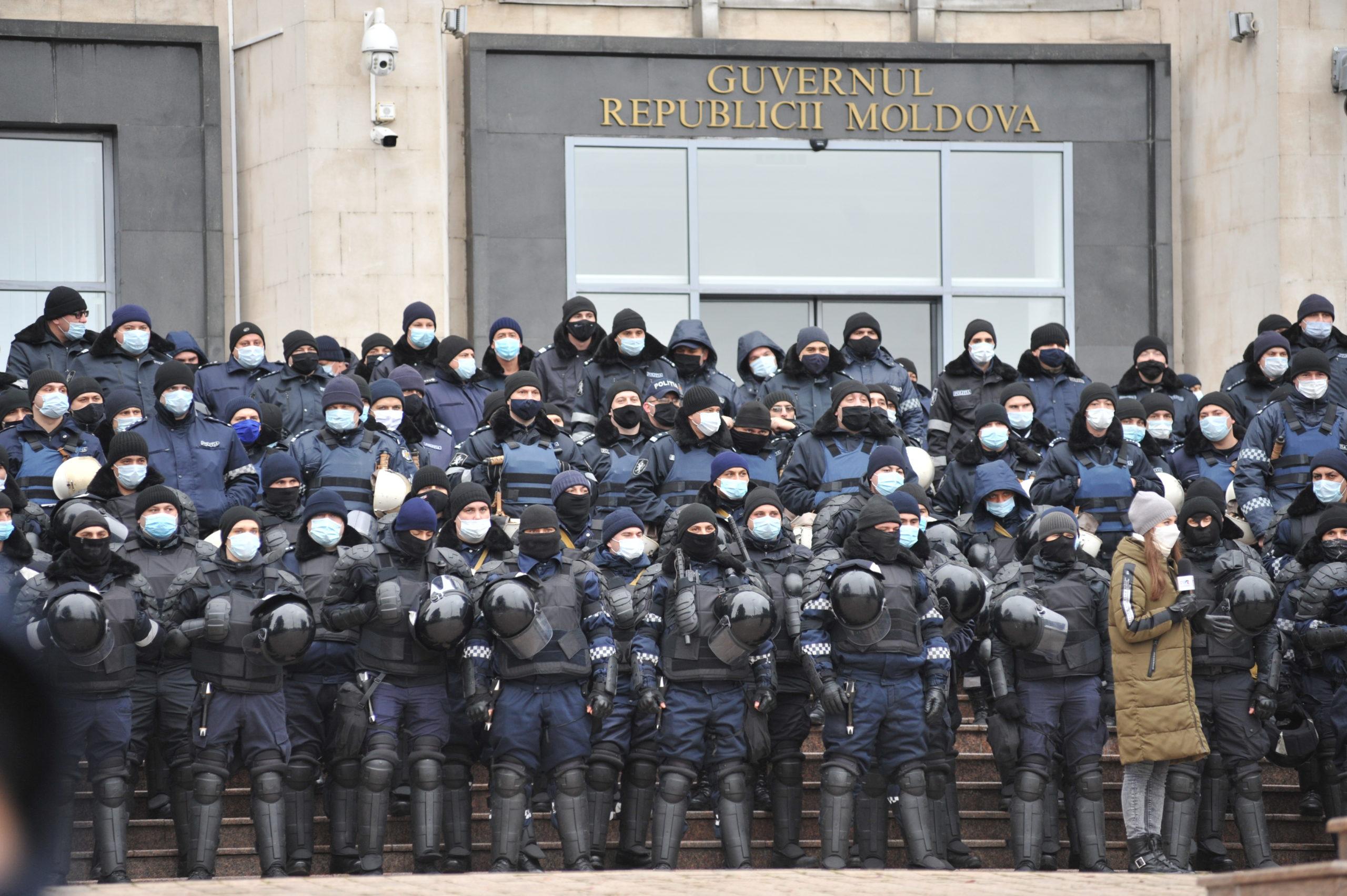 """""""Coaliția monstruoasă ȘorDon a scos oamenii în stradă"""". Cum s-a desfășurat protestul din 6 decembrie (FOTOREPORTAJ)"""