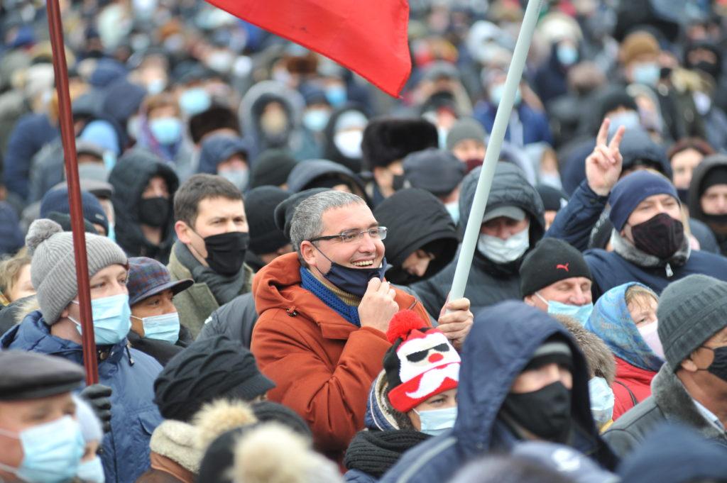 «Последнее предупреждение Додону». Как вКишиневе протестовали задосрочные выборы. Фоторепортаж NM