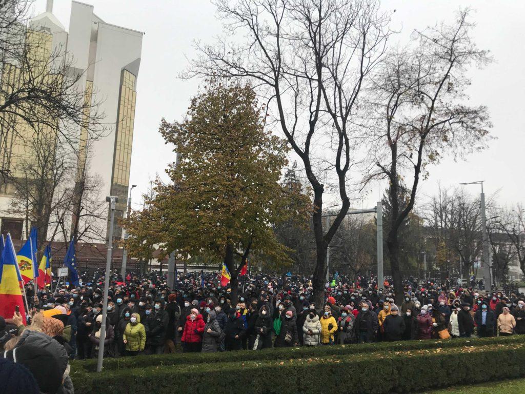 ВКишиневе проспект Штефана чел Маре перекрыт из-за протеста перед парламентом (ВИДЕО)