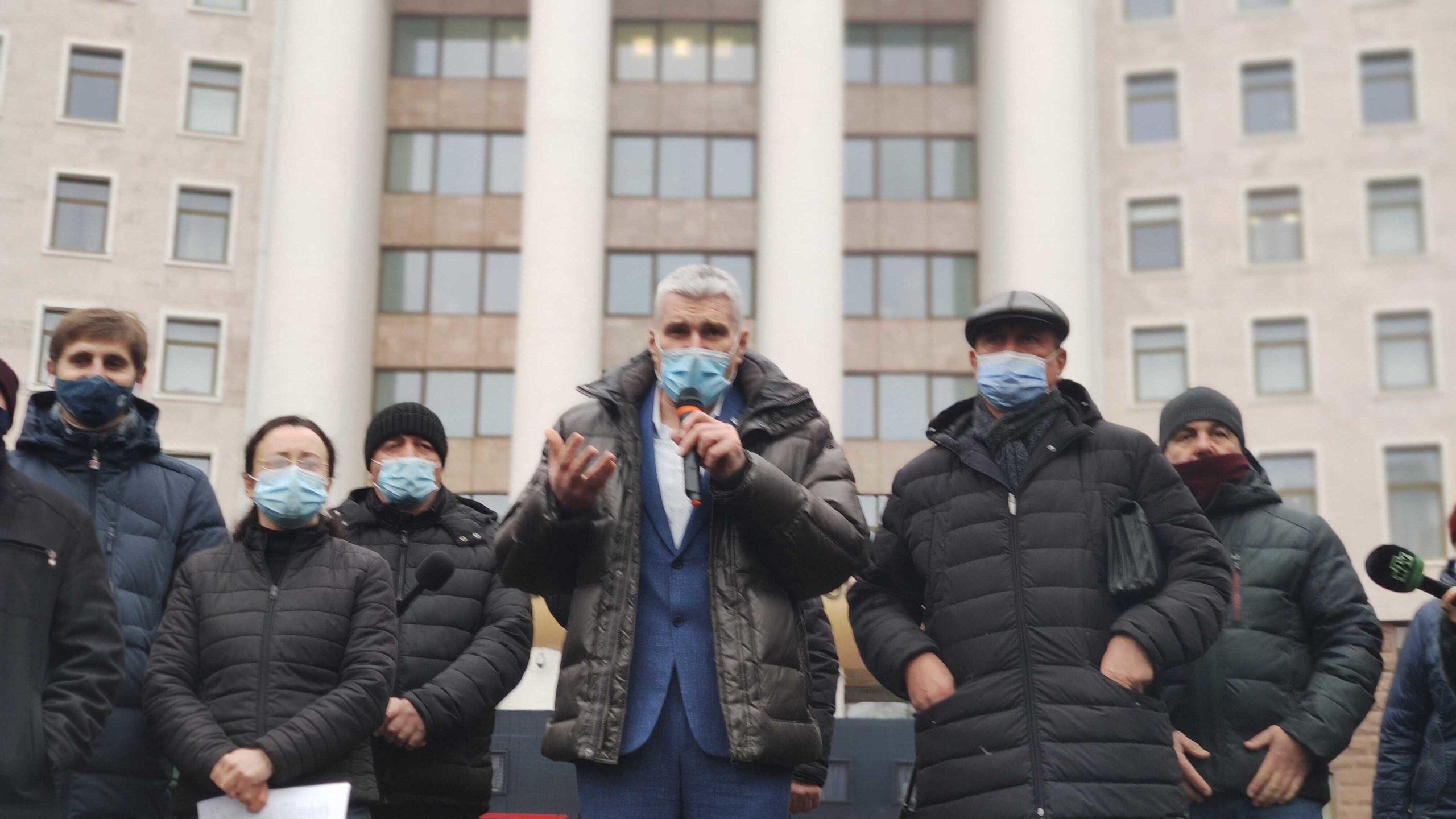 Agricultorii au reluat protestul din fața parlamentului (LIVE NM)