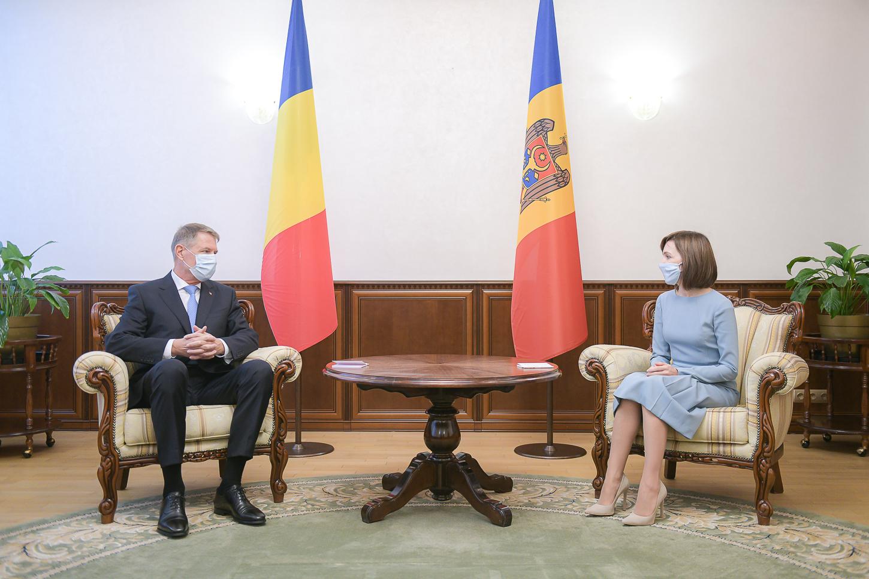 Румыния предоставит Молдове 200тыс. доз вакцины откоронавируса. Очем еще договорились Санду иЙоханнис