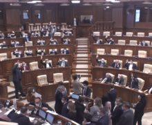 Потасовки, захват трибуны, сломанные микрофоны итри паузы. Как проходит заседание парламента (ВИДЕО)