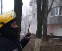 ВКишиневе двухлетний ребенок закрыл себя вквартире. Напомощь пришли спасатели