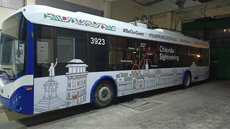 """În capitală va circula un """"troleibuz turistic"""". Unde îl puteți găsi? (FOTO)"""