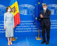 """""""Un subiect aparte a fost modul în care UE poate contribui la dezvoltarea locală"""". Maia Sandu a avut o întrevedere cu Președintele Parlamentului European"""