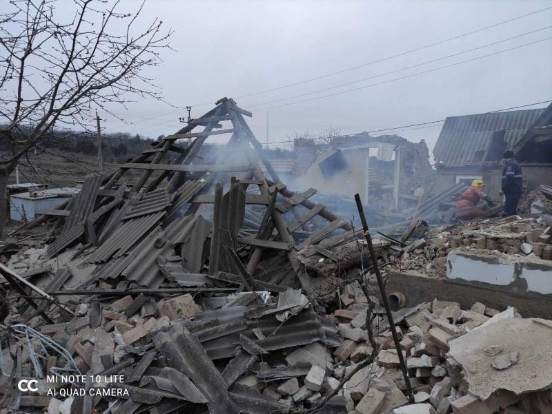 """O casă din Sângerei a """"sărit în aer"""". O persoana a murit iar altele două, rănite (FOTO/VIDEO)"""