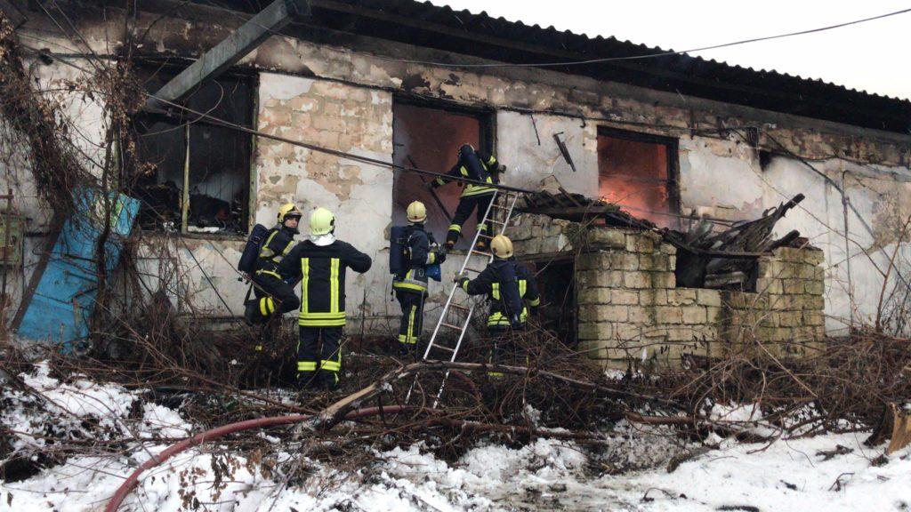 Incendiu într-o fabrică de la Ciocana. Restricții de circulație în regiune (FOTO/VIDEO)