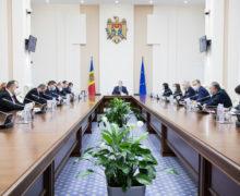 Вправительстве обсудили повышение цен набензин, лекарства ихлеб